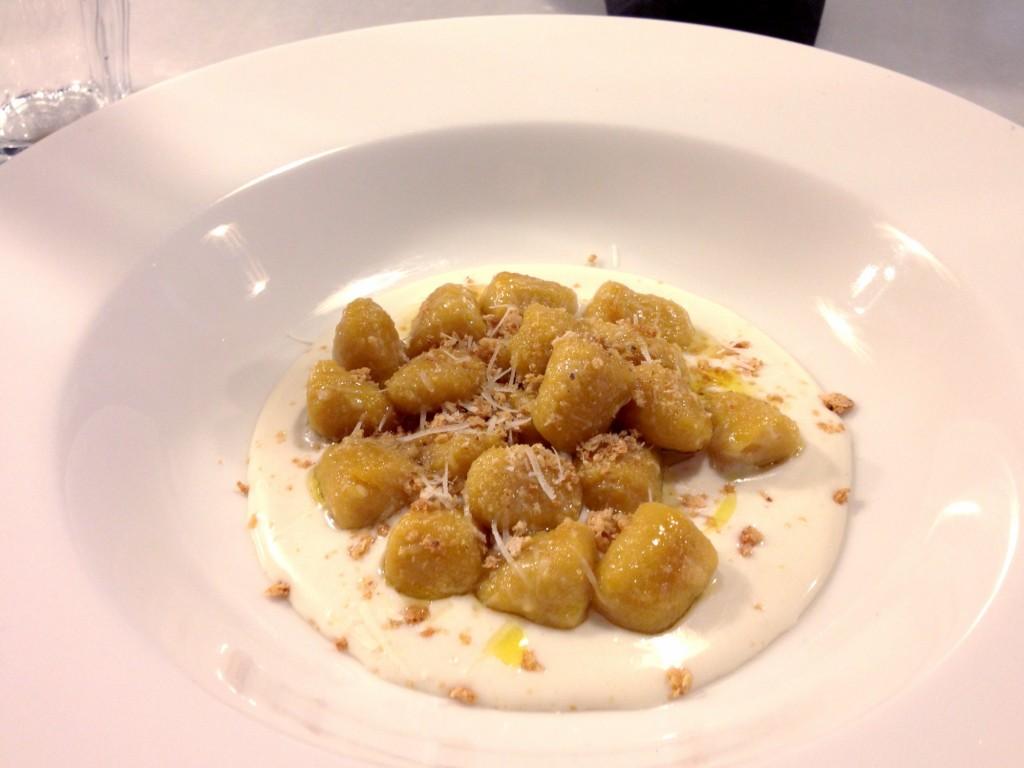 Due Spaghi: gnocchi de carbassa amb crema de parmesà